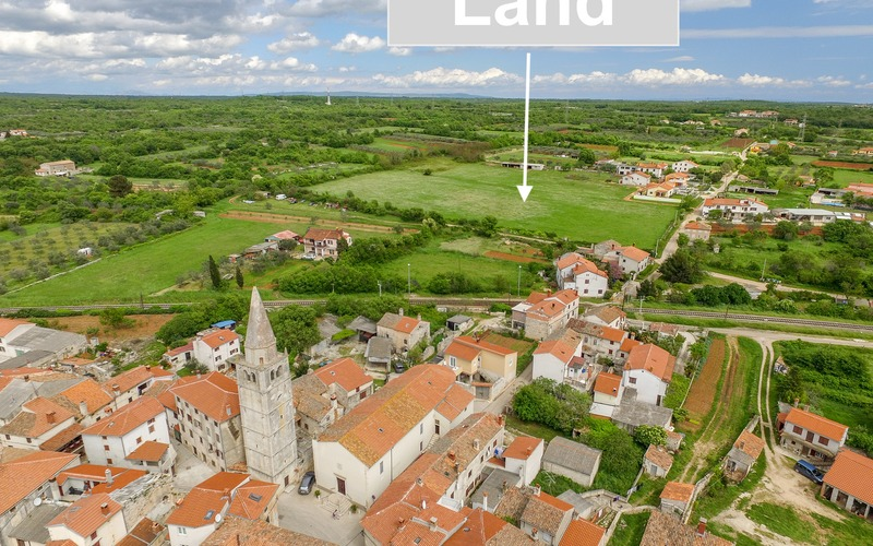The complex of building and agricultural land with a permit to build, Pula