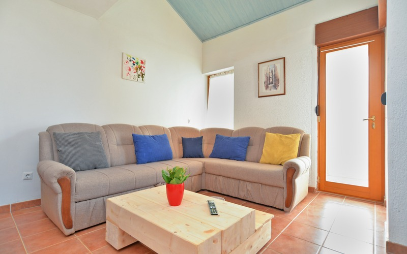 Selling the family house with a nice yard in Bale, Rovinj