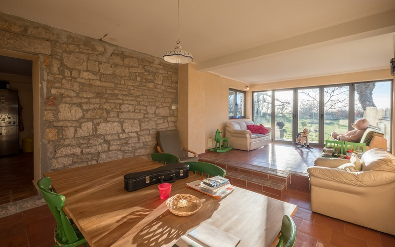 Renovated stone house with spacious garden, 21 km away from Poreč