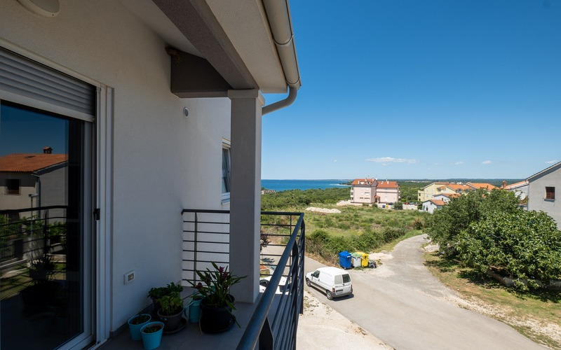 Two-storey apartment with a sea view in Štinjan, Fažana