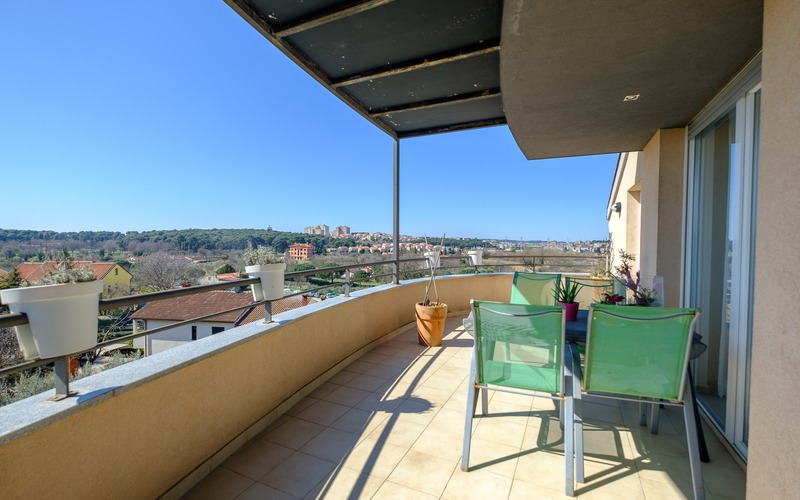 Two bedroom flat of 65 sqm with attractive view and common pool is for sale in Pula