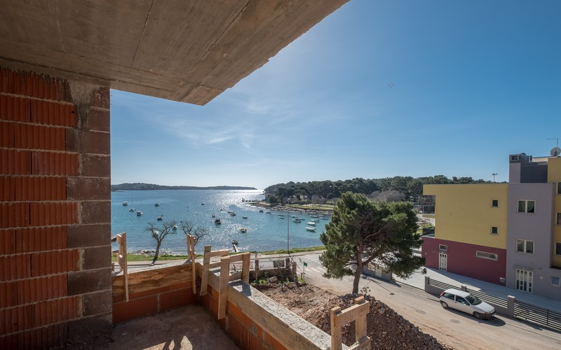 Amazing 3-bedroom penthouse with spacious terrace and a sea view, Pula