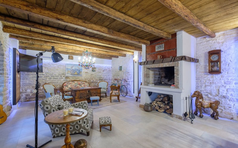 Designly renovated stone house with swimming pool near Svetvinčenat