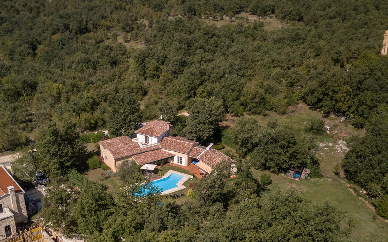 Beautiful traditional villa with large garden for sale near Poreč