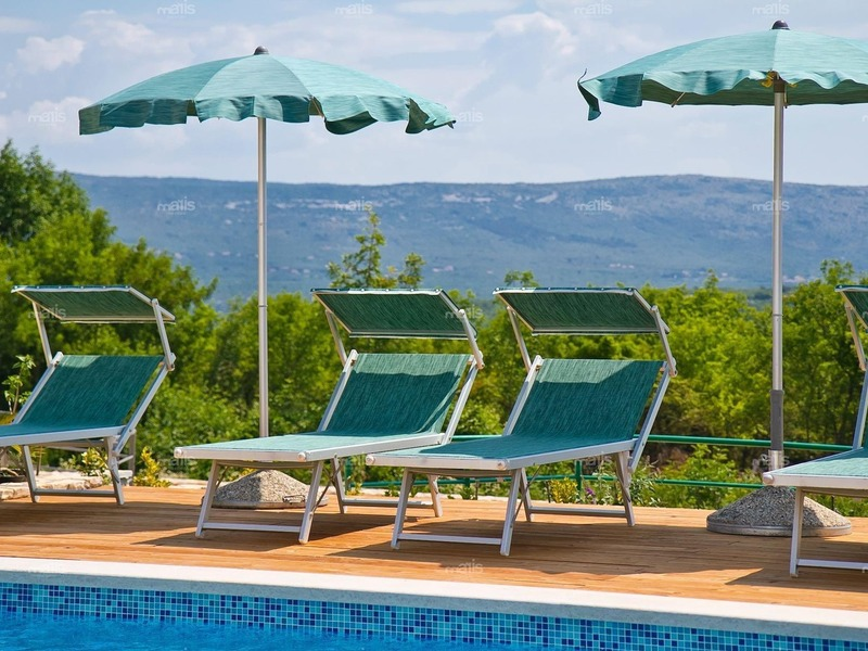 On a quiet area near Rakalj, Marčana is a villa with a swimming pool for sale