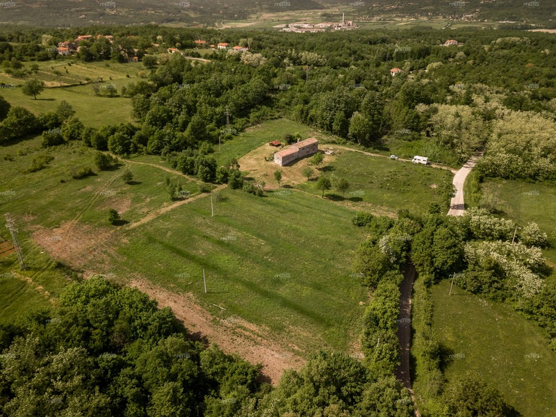 Old country estate with stone houses in a secluded location close to Labin, Istria