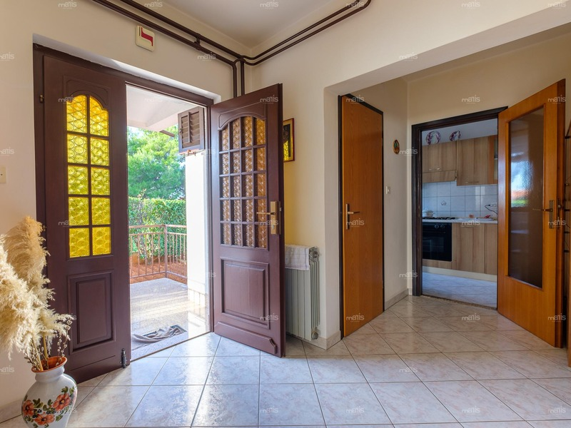 For sale semi detached house 800 m distance from the sea in very quiet area, Medulin