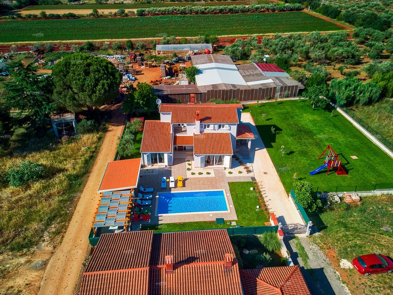 New family house with swimming pool and large garden in Valbandon, Fažana