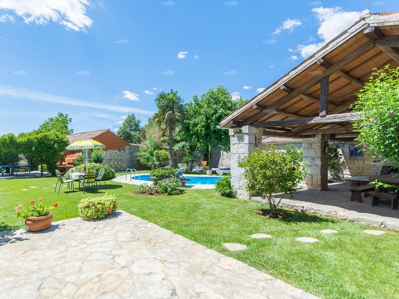 Charming stone villa with a pool in the center of the small Istrian village near Rovinj