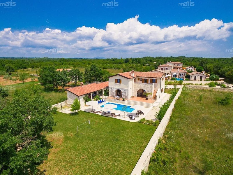 House With Large Garden And Swimming Pool Near Vodnjan