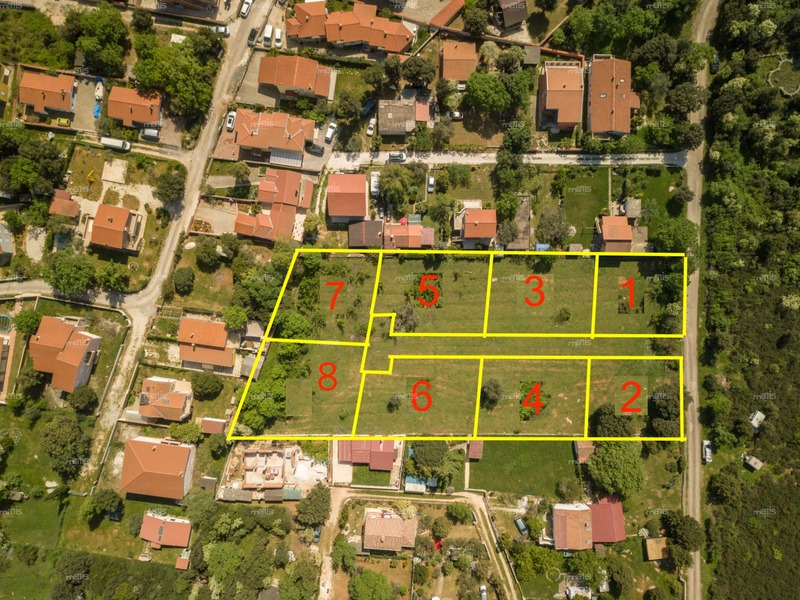 A number of building lands 1 km from the sea in Barbariga, Fažana