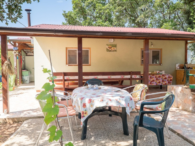 A rarity on the market !!! House, 20 m from the sea surrounded by greenery, 6 km from Fažana is for sale