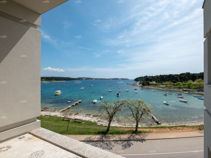 Amazing 3-bedroom penthouse with spacious terrace and a sea view, Pula-Stoja