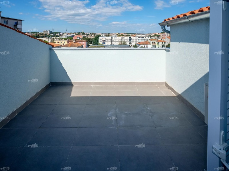 New two storey apartment 109 m² with garage near the center of Pula