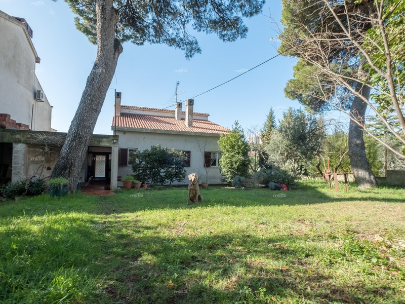 For sale family house with sea view in very popular location 1.5 km from the beach,Pula