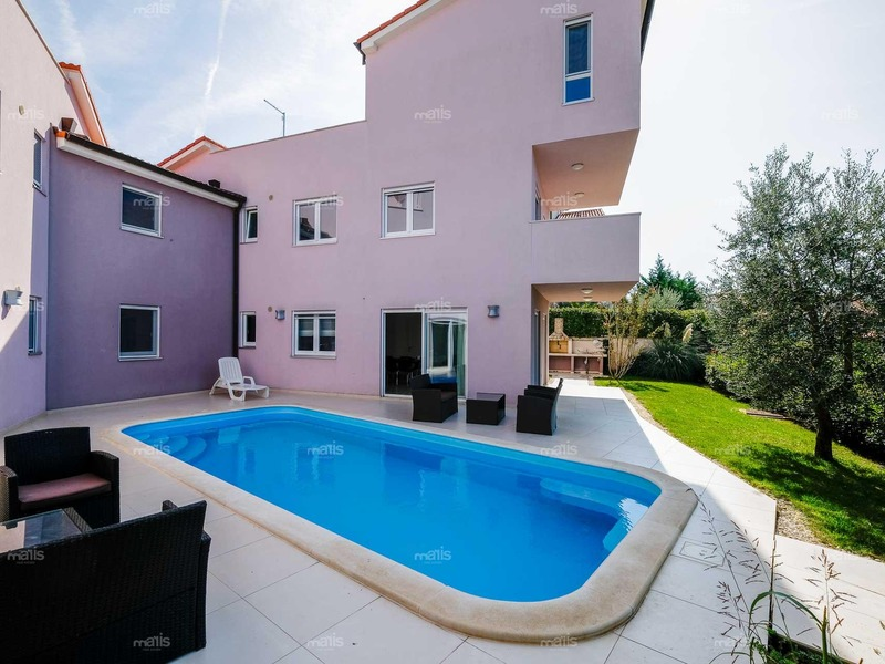 Three-bedroom flat with pool and garden, Volme, Medulin